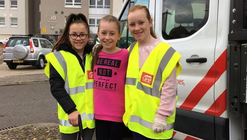 Youngsters litter picking